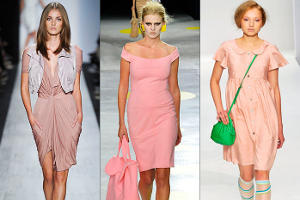 Девушки в розовых платьях